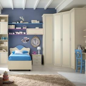 Модульная мебель в комнате для мальчика