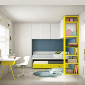 Встроенная мебель в комнате девочки