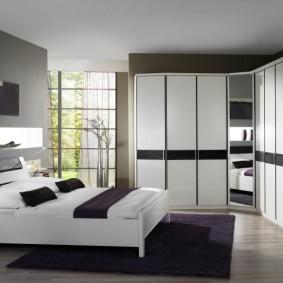 Дизайн спальной комнаты с мебелью корпусного типа