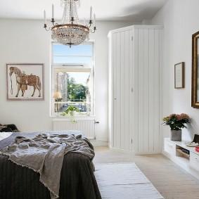 Картина в интерьере спального помещения