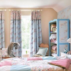 Голубые занавески в детской комнате