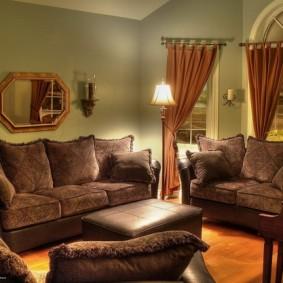 Уютная гостиная с дорогими шторами