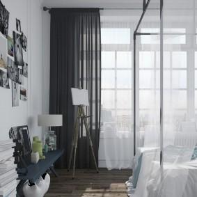 Серые шторы в спальне с высоким окном