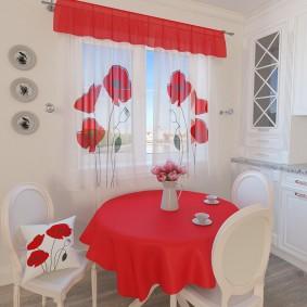 Красно-белые шторы в кухне современного стиля