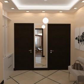 Модульные картины на стене коридора с черными дверями