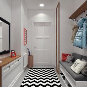 Геометрический рисунок на коврике в коридоре