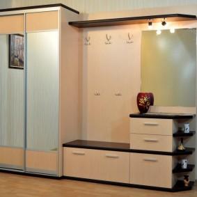 Модульная прихожая с вешалкой и шкафом
