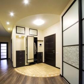 Керамическая плитка перед входом в квартиру