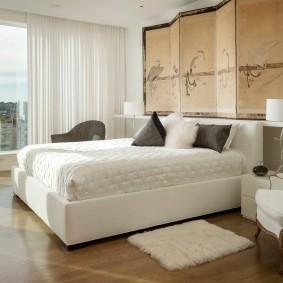 Декоративная ширма в спальной комнате