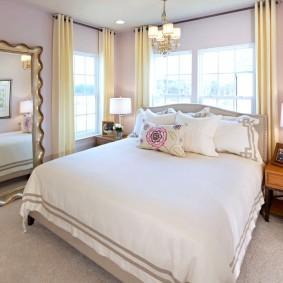 Интерьер спальни в угловой квартире