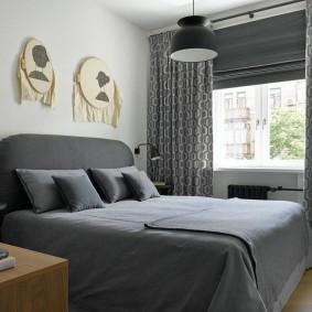 Серый текстиль в интерьере спальни