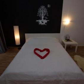Романтическая обстановка в спальной комнате