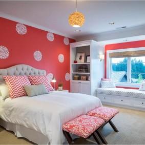 Красный цвет в дизайне спальни