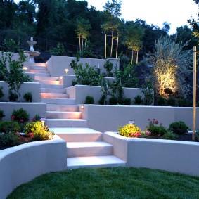 Вечерняя подсветка в ландшафте сада
