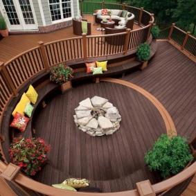 Удобная площадка для летнего отдыха на даче