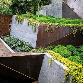 Подпорные стенки из монолитного бетона в современном стиле