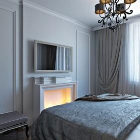 Красивая спальная комната с камином