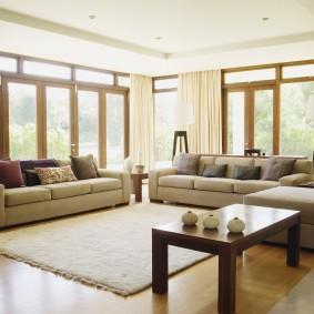 Зонирование комнаты светлым ковром