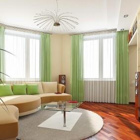 Светло-зеленые занавески в комнате квартиры