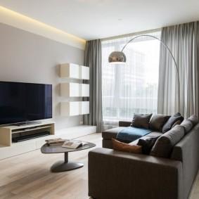 Оформление окон в гостиной стиля минимализма