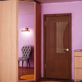 Угловой шкаф из ДСП с зеркальной дверцей