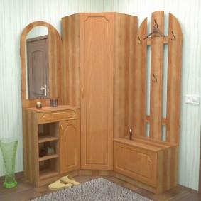 Мебель из МДФ в углу коридора
