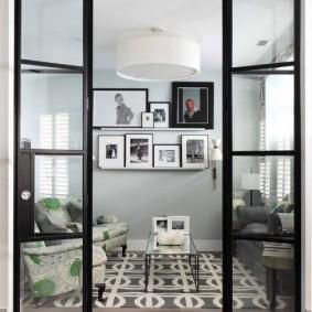 Складная дверь из стекла на стальной раме