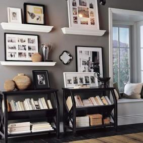 Низкие стеллажи для хранения книг в гостиной