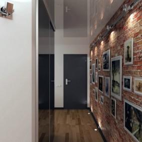 Фотоснимки в интерьере длинного коридора