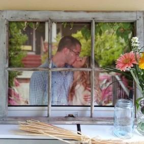 Рамка для фото из оконной рамы