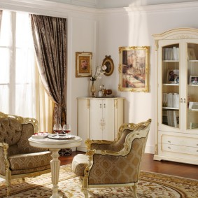 Мягкие кресла в классическом стиле