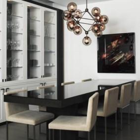 Обеденный стол черного цвета