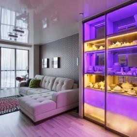 декоративная подсветка за стеклом шкафа-витрины