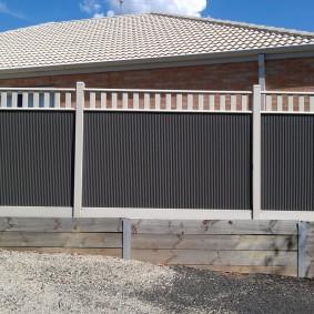 Высокая ограда из профильного листа