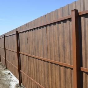 Ограда из профнастила на профильных трубах