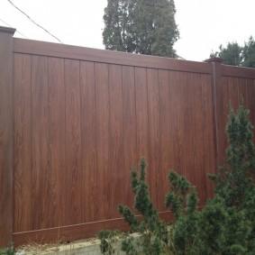 Аккуратный забор с полимерным покрытием