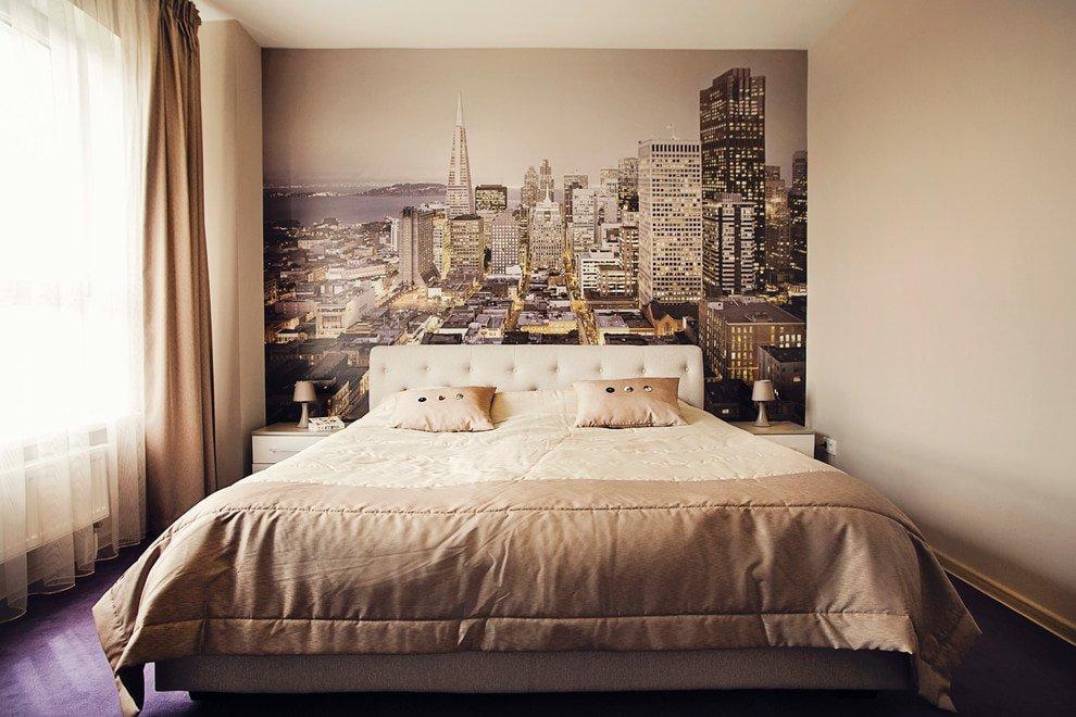 Фотообои на стене спальни небольшой площади