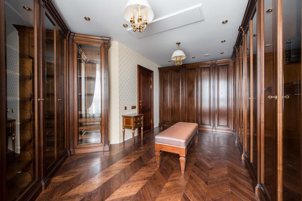 Интерьер гардеробной комнаты в стиле классика