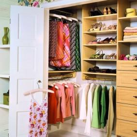 гардеробная комната 2 на 2 идеи оформление