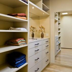 гардеробная комната 2 на 2 фото вариантов