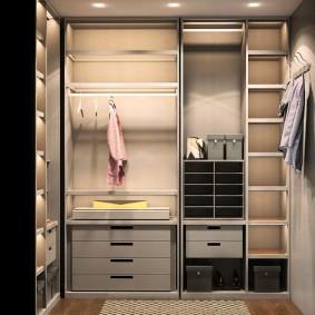 гардеробная комната 2 на 2 идеи декора