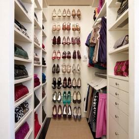 гардеробная комната 2 на 2 виды фото