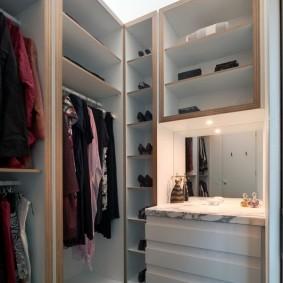 гардеробная комната 2 на 2 фото виды