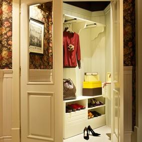 гардеробная комната 2 на 2 фото