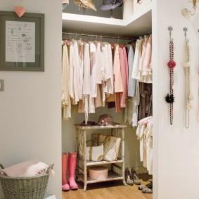 гардеробная комната 2 на 2 идеи фото