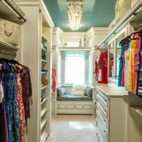 гардеробная комната 2 на 2 дизайн фото