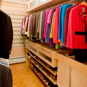 гардеробная комната 2 на 2 фото дизайн