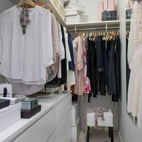 гардеробная комната 2 на 2 идеи дизайн