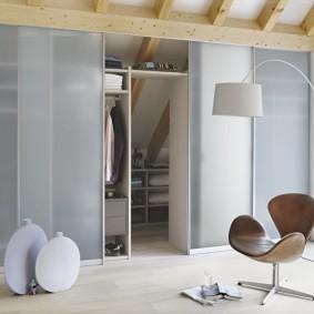 гардеробная комната 2 на 2 фото декор
