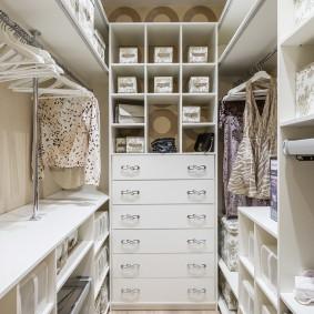 гардеробная комната 2 на 2 идеи интерьер